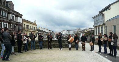 Banda de Gaitas de Cántigas e Frores na Muralla de Lugo