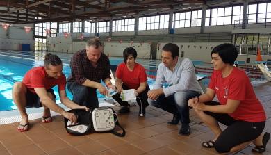 220317 Desfibrilador piscina