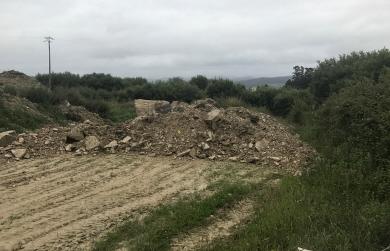 120617 ESCOMBROS XUNTO A CAMPO DE FÚTBOL EN RIBADEO (2)