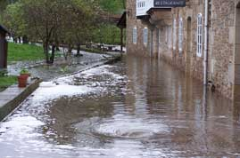 O río Xunco asolaga Cervo