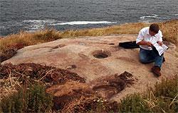 Cultura confirma que hai  tres petroglifos no castro da Atalaia en San Cibrao