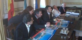 Recepción do alcalde de Ribadeo aos organizadores da regata Transgascogne