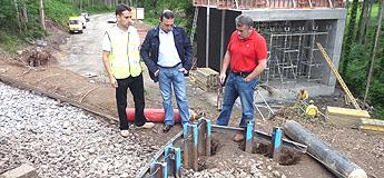 Inserirán un paso prefabricado debaixo da vía do tren para mellorar o acceso a Regosanguento en Xove
