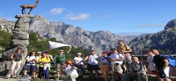 A asociación de sendeirismo Pasada das Cabras propón ir andando de noite de Ribadeo a Burela