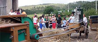 En Burela repartirán cinceiros nas praias para que non se deixen as cabichas na area