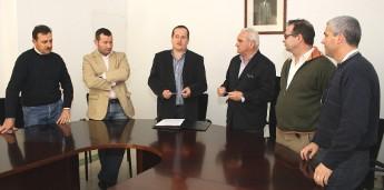 A Deputación financia con 17 mil euros o sistema de regadío automático no campo de fútbol de Alfoz