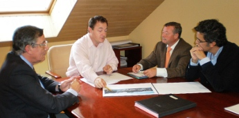O presidente de Portos de Galicia reuniuse con membros do club náutico de Ribadeo