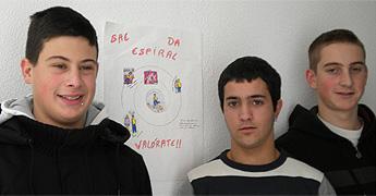 Tres rapaces de Ribadeo gañaron o concurso de carteis contra a violencia, organizado por A Sombriza de San Cibrao