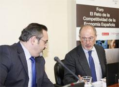 O secretario do Parlamento de Galicia nun foro en Madrid con Rodrigo Rato