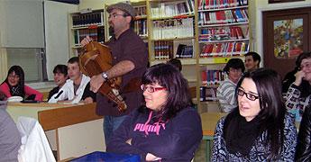 Alumnos do instituto Perdouro de Burela participaron nun obradoiro de regueifas