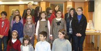 Nenas de Burela recibiron premios como gañadoras do certame provincial de poesía sobre o Nadal