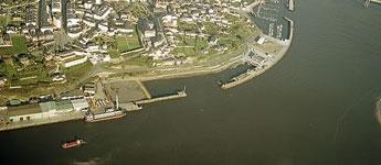 Portos de Galicia comeza a construción das naves no peirao comercial de Ribadeo
