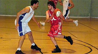 O xogador Álvaro Ferreira do C.B. Burela na selección galega de minibasket