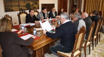 A Deputación acordou investir 3,5 millóns de euros en cinco estradas