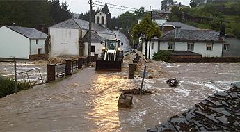 A Mariña sumida nun temporal de choiva inundacións e desprendementos