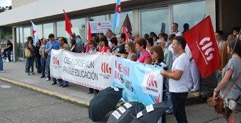 Os traballadores da área pública concéntranse en Burela en protesta polas medidas do Goberno