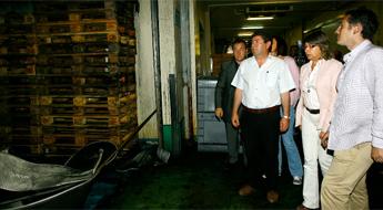 Responsables da Xunta e da Deputación visitaron a lonxa de Burela afectada por un incendio