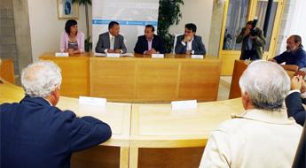 O conselleiro de Infraestruturas visitou en Xove a obra da VAP Costa Norte que rematará despois do 2015