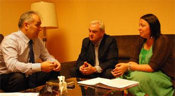 O alcalde de Alfoz interesouse en Santiago pola concentración parcelaria Val de Alfoz