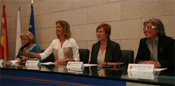 A vicepresidenta da Deputación recibiu ás participantes na escola de Mulleres Dirixentes de UXT