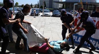 Represión en Compostela contra sindicatos, asociación de veciños e plataformas en defensa da sanidade