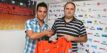 Paleta formaliza a súa fichaxe co Burela FS