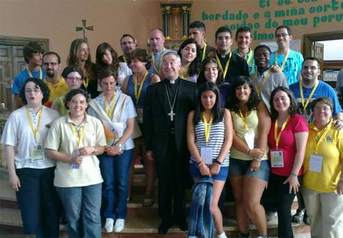 Voluntarios da diócese Mondoñedo Ferrol co bispo