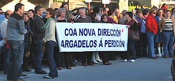 Unha manifestación rexeitando os despidos na fábrica de Sargadelos percorreu as rúas de Cervo