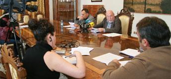 A CIG fixo unha concentración diante da cerámica de Sargadelos que celebraba xunta de accionistas
