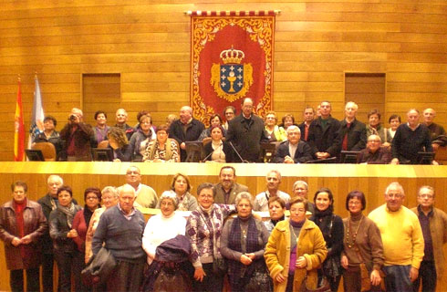 Veciños de Xove e Burela visitan o Parlamento Galego