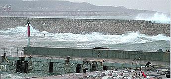 O temporal deixa unha persoa morta no porto de Burela e danos en San Cibrao, Burela, Barreiros e Rinlo