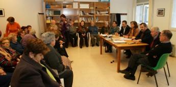 A secretaria xeral de Familia e Benestar reuniuse coa asociación de xubilados Terra-Mar de San Cibrao