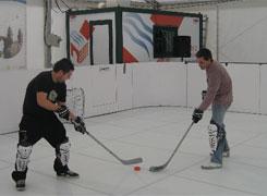 O Centro Comercial Casco Histórico de Viveiro oferta a pista de patinaxe para practicar Jockey