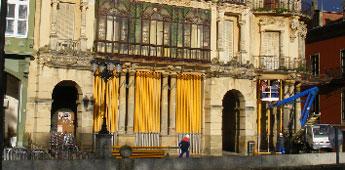 Comezaron a apuntalar os soportais da Torre dos Moreno en Ribadeo e o alcalde espera apoio da Xunta