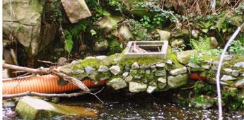 A Xunta non reparou en Cervo as tubaxes de saneamento dende a riada de xaneiro de 2010 que seguen vertendo ao río Xunco,  recorda o BNG