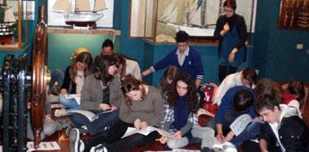 Un grupo escolar francés sumouse a celebración do Día de Rosalía no Museo do Mar en San Cibrao