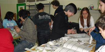 Alumnos do instituto burelés Monte Castelo participaron nun taller de reciclaxe de papel