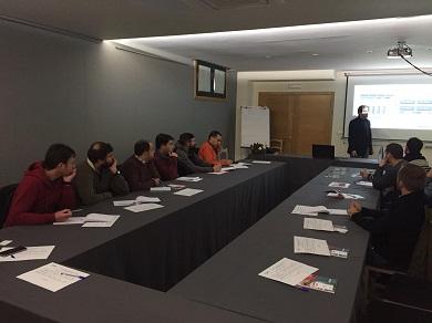O curso sobre baterías para vehículos eléctricos suscitou moito interés en Ribadeo. foi organizado por Apaga e enmárcase nas súas fins de semanas tecnóloxicas