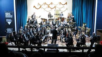 O concerto Aquí como en Viena, da Banda de Ribadeo, abarrotou de público o teatro
