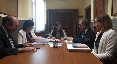 A alcaldesa de Mondoñedo traslada a Fomento e á subdelegada do Goberno o seu interese por arranxar a N-634