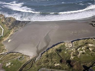 As analíticas de sanidade na praia de Arealonga desaconsellan o baño en dito areal barreirense