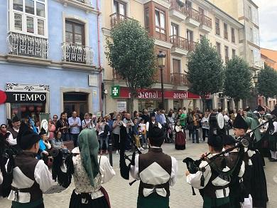 Os medio cento de participantes do programa Cervo no Camiño chegaron este domingo ao Obradoiro, tras completar as 8 etapas desde O Cebreiro
