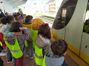 Este martes as monitoras de Gaia, do Concello de Burela, estiveron de excursión cos rapaces de 1° de Primaria do CEIP Virxe do Carme