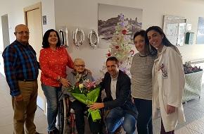 O rexedor e a edil de Servizos Sociais felicitaron a Herminia López no seu centenario