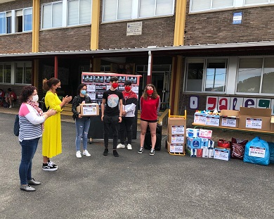 O Concello de Burela recibiu unha doazón de produtos de primeira necesidade realizada polo alumnado de 4º de ESO do IES Perdouro
