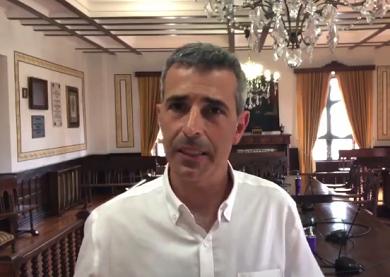 O alcalde, Fernando Suárez, anuncia que o ascensor do colexio Gregorio Sanz xa foi dado de alta e está a funcionar