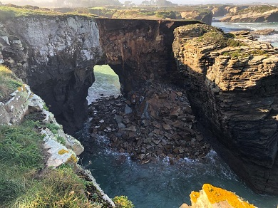 Fernando Suárez asegura que o desprendemento rexistrado este luns na praia das Catedrais é un fenómeno inherente á costa Cantábrica, derivado da propia acción da natureza