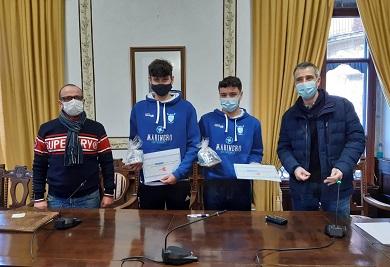 O Concello de Ribadeo ofreceu unha recepción aos remeiros Iker García e Juan Lar