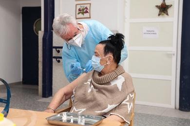 As primeiras vacinas de coronavirus da provincia xa se administraron a usuarias e profesionais da residencia de Burela