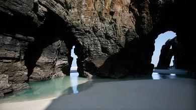 O Concello de Ribadeo presenta o proxecto de ordenanza reguladora do uso das praias, que podería entrar en vigor o vindeiro verán